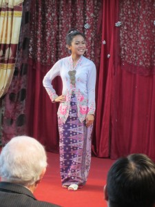 Demonstrating sarong kebaya